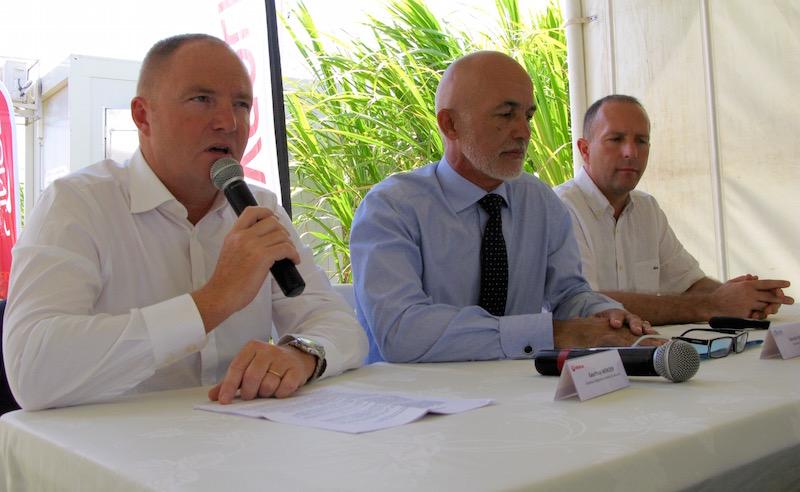 Geoffroy Mercier, Directeur Régional de Veolia Eau Réunion, Gérald Maillot, Président de la CINOR et Frédéric Feder, Responsable Scientifique du SOERE-PRO Réunion auprès du CIRAD.