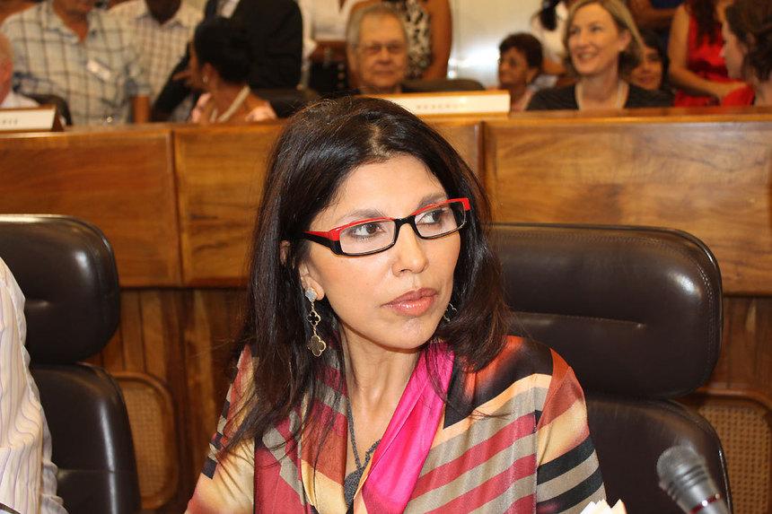 Nassimah Dindar félicite leprésident du Conseil général de Mayotte