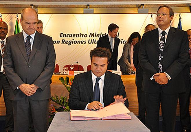 10 mai 2010 : Didier Robert signait le mémorandum de l'Ultrapériphérie