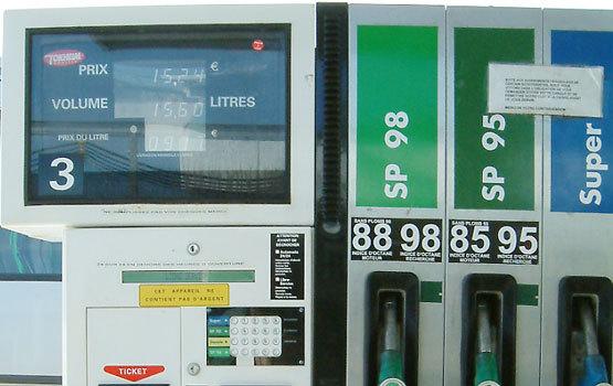 Singapour : les cours du pétrole entrès forte baisse