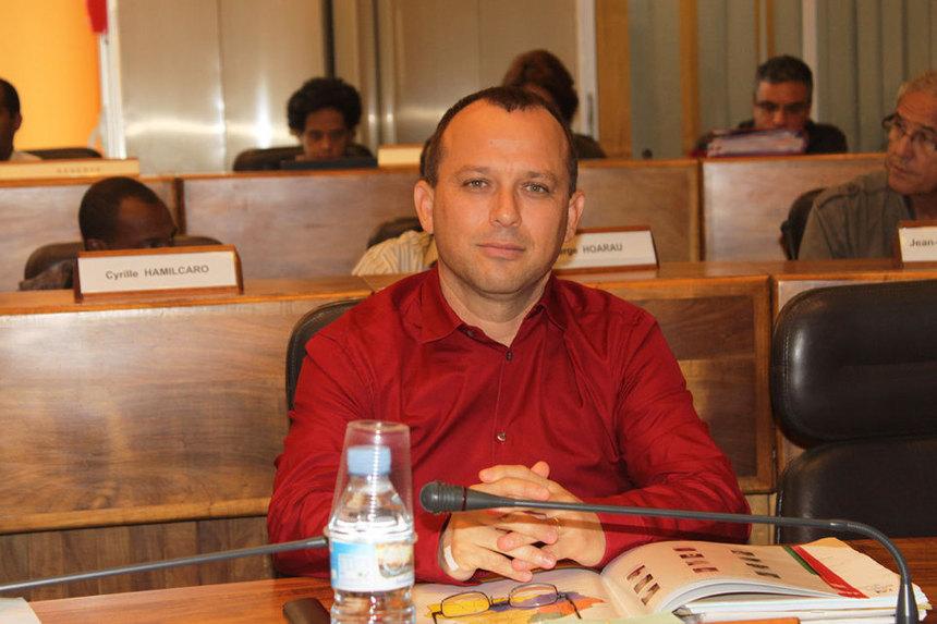 Législatives 2012 : Le PCR devra-t-il choisir entre Eric Fruteau et Jean-Hugues Ratenon ?