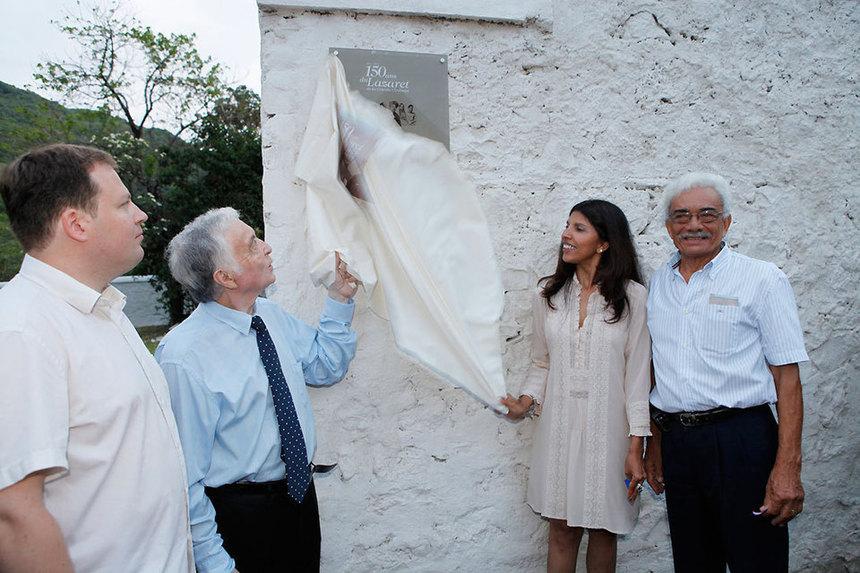 Nassimah Dindar félicite Maurice Gironcel