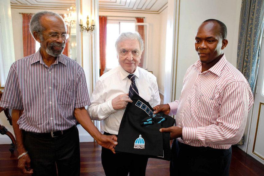Jean-Yves Langenier et Roland Robert reçoivent le maire de Durban