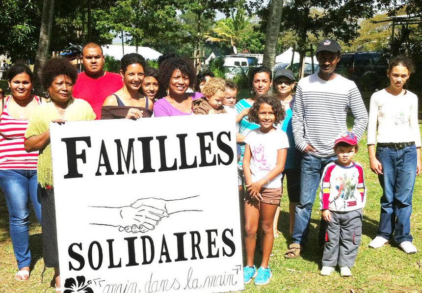 Les membres heureux de l'association Familles Solidaires