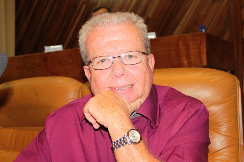 Michel Vergoz déclare que Paul Vergès, Jean-Pierre Marchau et l'Alliance soutiennent la route du Littoral
