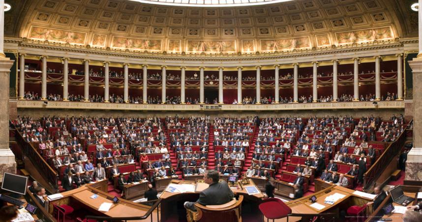 """Huguette Bello : """"Quelles initiatives du gouvernement pour l'Université de La Réunion"""""""