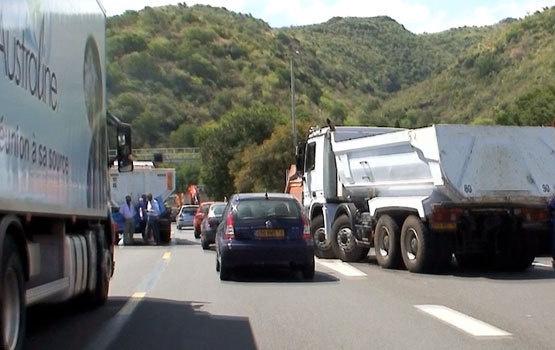 Rétro février 2012 : le prix du carburant enflamme des quartiers de La Réunion