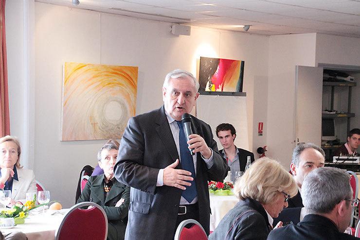 """Jean-Pierre Raffarin : """"La solution est de changer la région de dimension dans l'acte III de la décentralisation"""""""