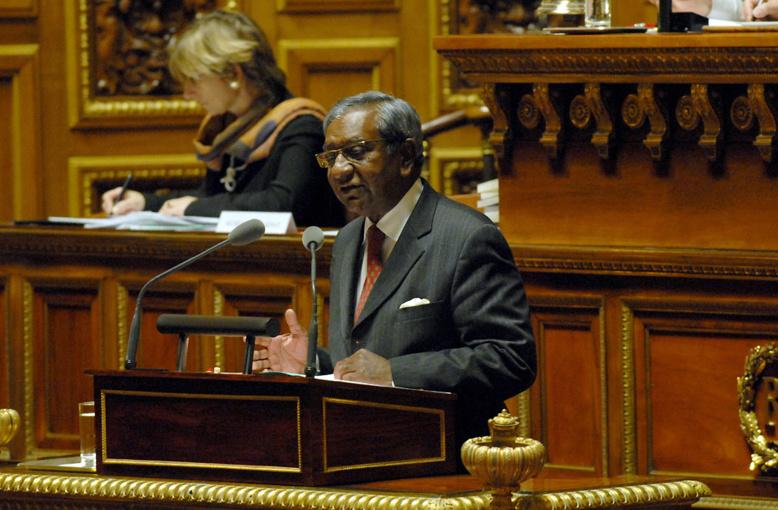 """Certains accusent Jean-Paul Virapoullé de """"manigances"""" contre l'union de la Droite"""