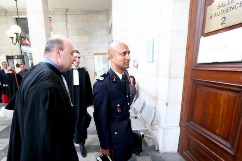 Soupra lors de son arrivée au tribunal avec ses avocats, Mes Sagardoytho et Marco. (Nicolas Sabathier)