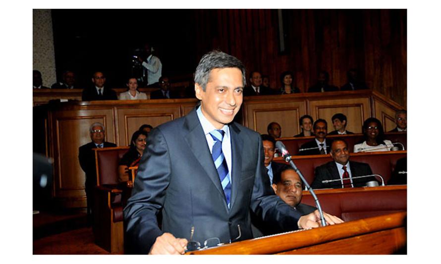 Visite de courtoisie du Vice Ministre du Tourisme de la République de Maurice, Xavier DUVAL à l'Hôtel de Région