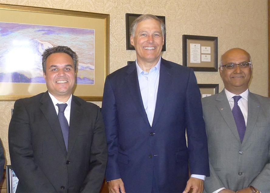 Didier Robert, Sénateur, President - Jay Inslee, Gouverneur de Washington - Marie Joseph Male, Directeur d'Air Austral