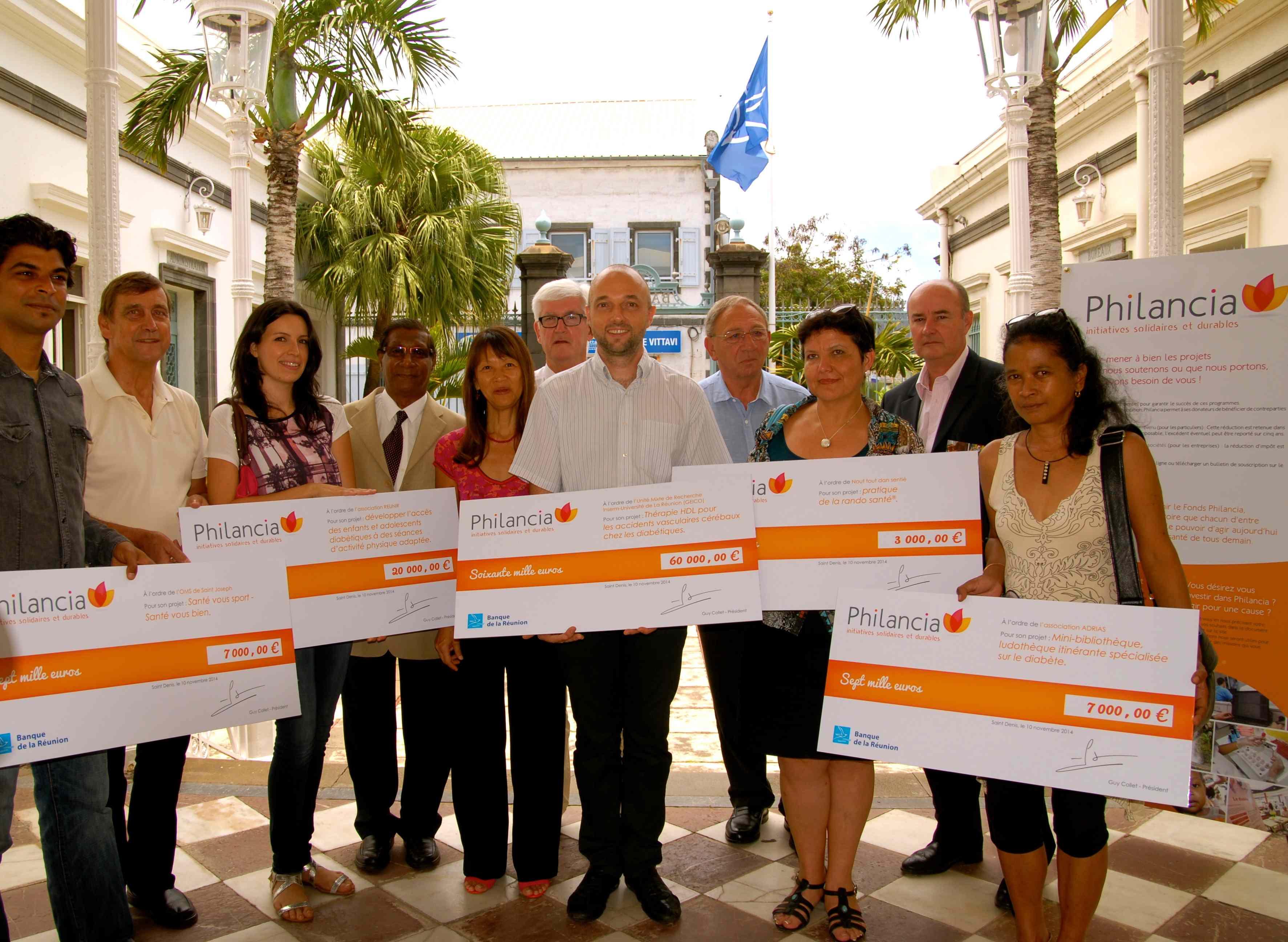 Guy Collet, Président de Philancia et Marie-Rose Won Fah Hin, Déléguée Régionale, entourés des porteurs de projets et des mécènes