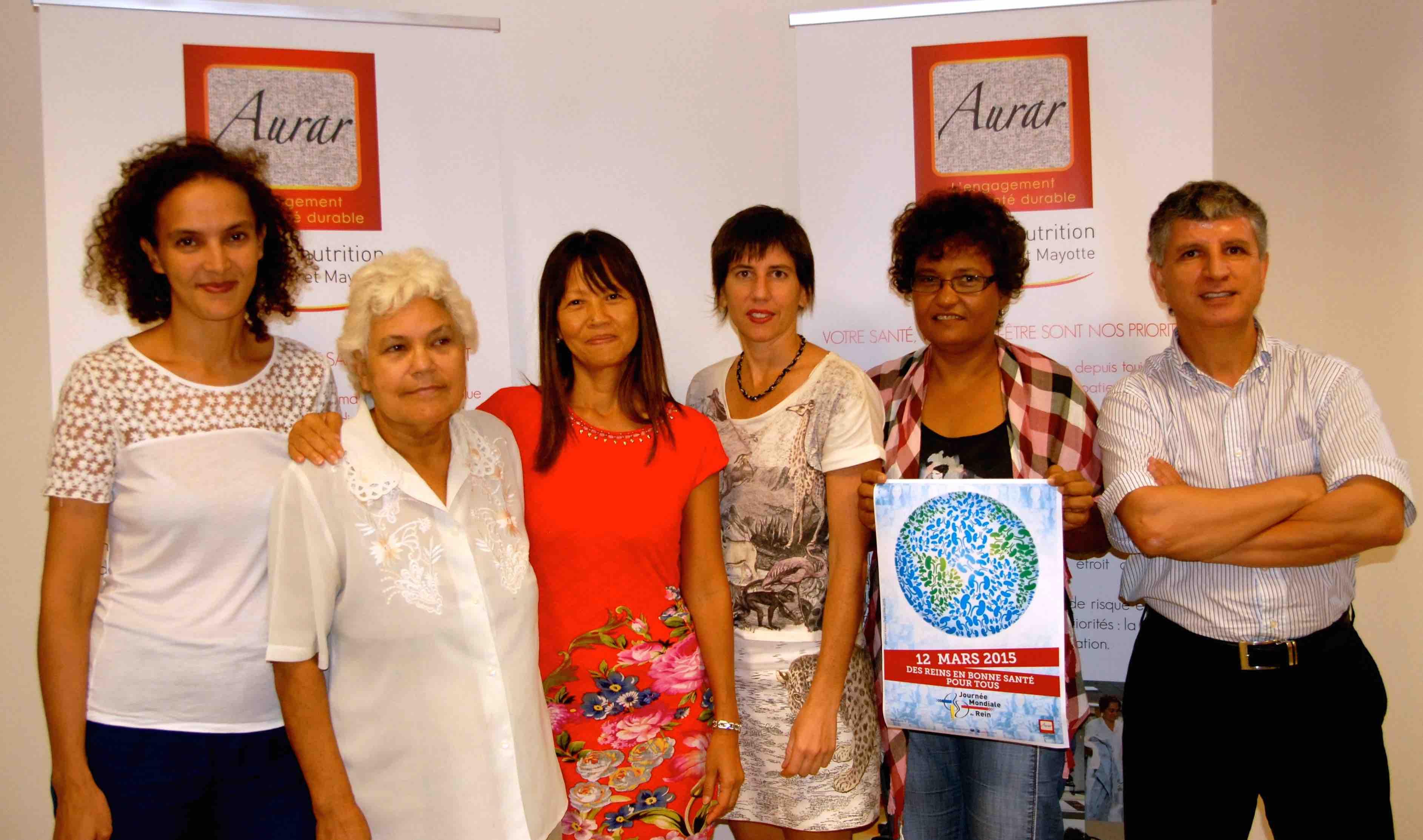 Marie-Rose WON FAH HIN, Présidente et Directrice Générale de l'Aurar entourée de NaimaNIAFI et Dr Anne-Hélène REBOUX deRéuCARE, Dr Amar AMAOUCHE, médecin à l'Aurar et deux patientes