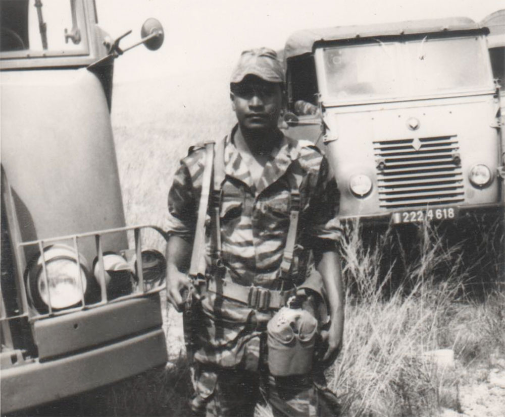 Jean Claude Comorassamy affecté au 2ème RPIMa en 1973 en manœuvre dans les rizières à Madagascar.