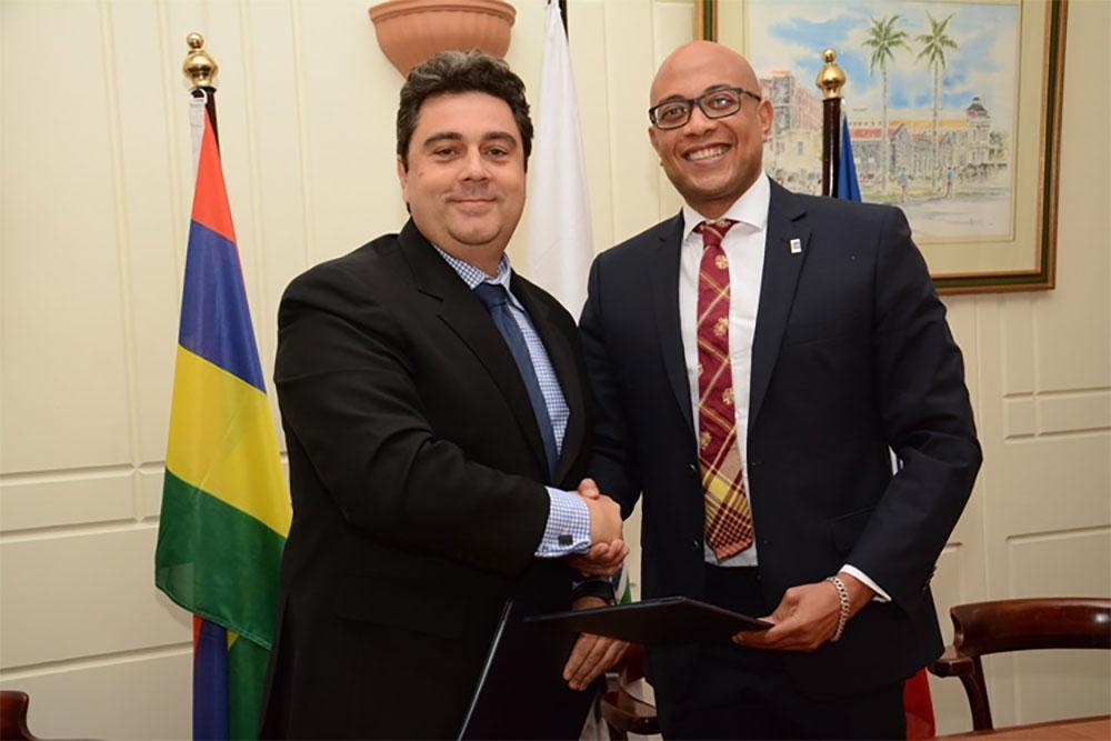 Pascal VIROLEAU, Directeur de l'Association des Iles Vanille et Fahmy THABIT, Président de l'UCCIOI