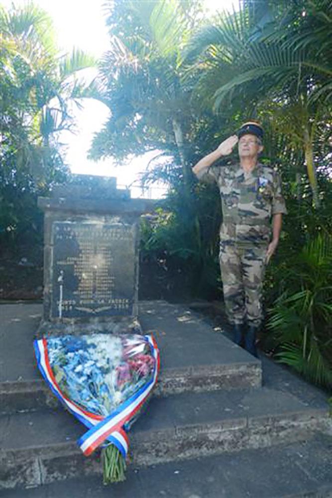 Le 11 novembre 2015 au monument aux morts de La Saline Saint Paul