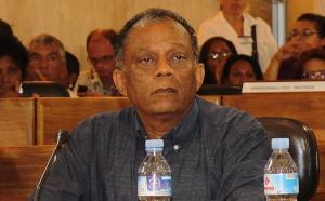 """Gilbert Annette : """"Le projet PS, c'est 10.000 emplois pour La Réunion"""""""